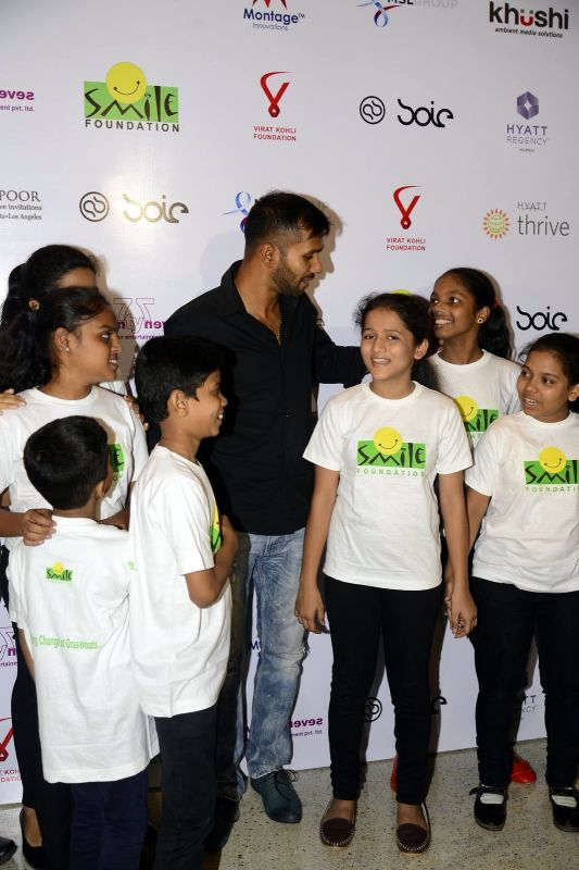 Cricketer Ashok Dinda was also seen enjoying his time with the kids.