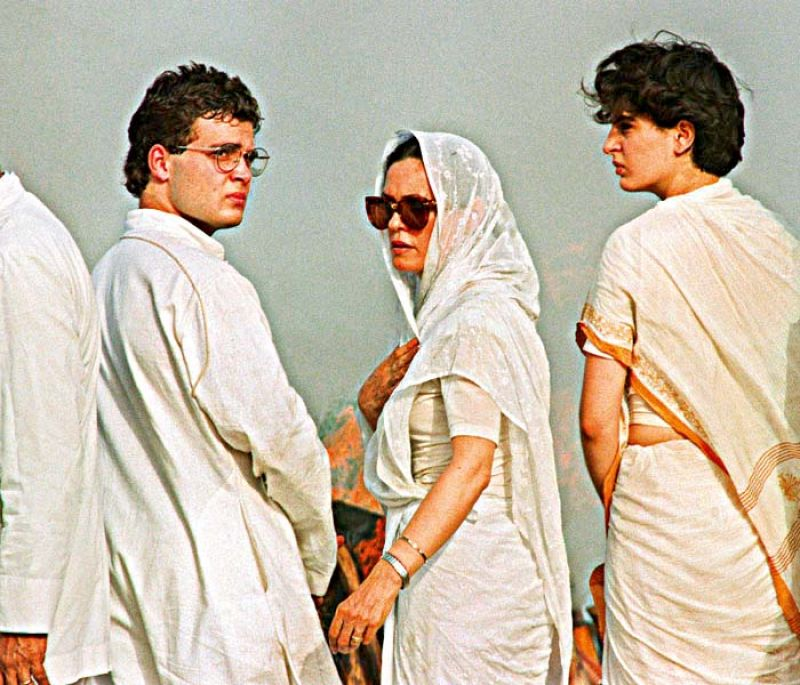 Sonia Gandhi, Rahul and Priyanka at Rajiv's funeral on May 24, 1991.