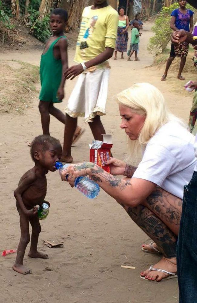 Hope being given water by Loven. (Photo: Facebook)