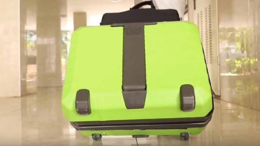 Fugu Luggage is one of the most innovative suitcases that can fit in your entire luggage without any hiccups. This is the only suitcase to offer extra carry on space, and even if you go for a trip with less luggage and end up bringing back more stuff; there is no need to worry. Fugu luggage expands by inflating two lateral walls using air pressure via a built in electric pump. This suitcase is surely very handy for people who frequently go for business trips.