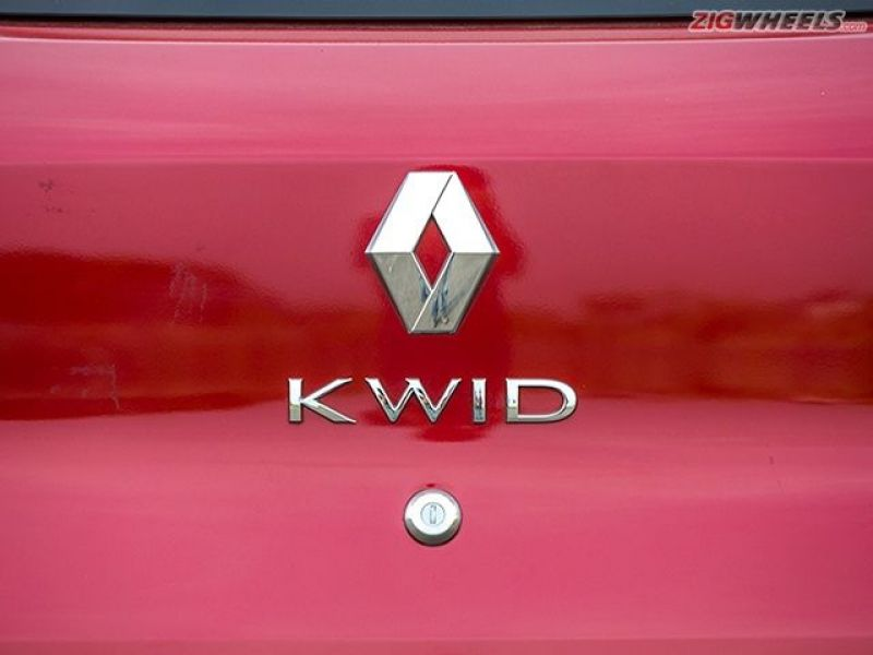 The Renault logo and name are the only two things at the rear, thanks to which the Kwid's backside looks clean.