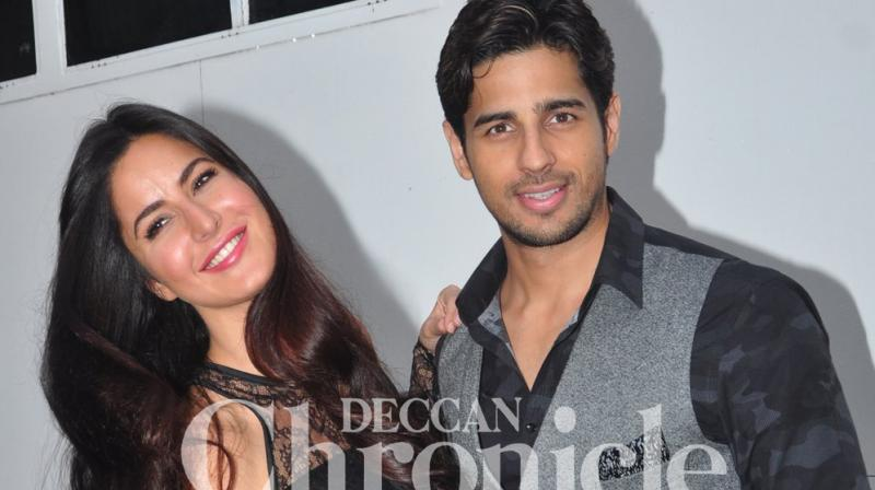Sidharth Malhotra and Katrina Kaif promoting their film 'Baar Baar Dekho' at a city studio. (Pic: Viral Bhayani)