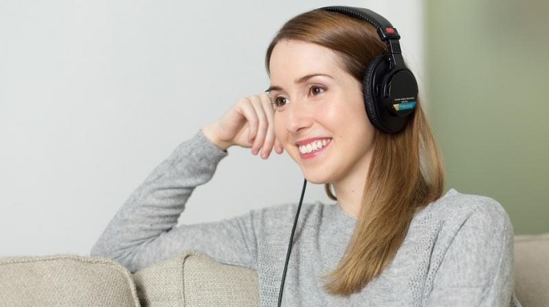 The researchers concluded that happy music provokes people to more often make decisions that contribute to the good of the team. (Photo: Pixabay)