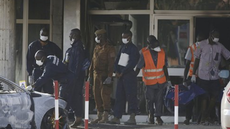 Rescue workers carry a body from the Splendid Hotel in Ouagadougou, Burkina Faso. (Photo: AP)