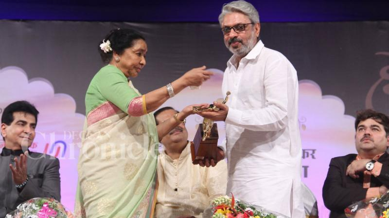 Veteran actor Jeetendra, filmmaker Sanjay Leela Bhansali and Bollywood star Ranveer Singh were honoured with the 74th Master Dinanath Mangeshkar Awards on Sunday evening. Photo: Viral Bhayani
