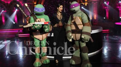 The Teenage Mutant Ninja Turtles stopped by on the sets of India's Got Talent to meet Malaika Arora Khan. Photo: Viral Bhayani