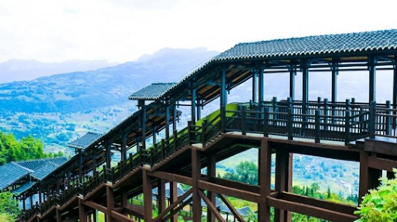 The sightseeing escalator at Enshi Grand Canyon in Enshi city, Central China's Hubei province. [Cnhubei.com/Hu Chengyong]