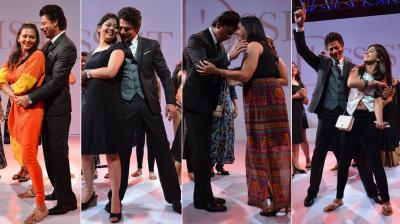 At D'Décor's D'Assist launch in Mumbai, Shah Rukh Khan made his female fans' day by shaking a leg with them in Bollywood style.