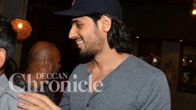 Sidharth Malhotra, who is all set to star in an action packed romatic-comedy, took a trip to the saloon on Tuesday, to get himself a new look. Photo: Viral Bhayani