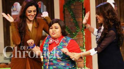 Tabu and Juhi Chawla dropped by on the sets of Comedy Nights over the weekend. Photo: Viral Bhayani