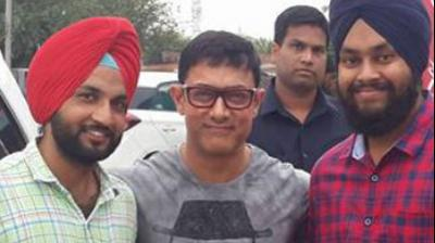 Aamir Khan took a little detour on his way to the Mohali airport, after wrapping up a Dangal schedule shoot. Photo: Viral Bhayani