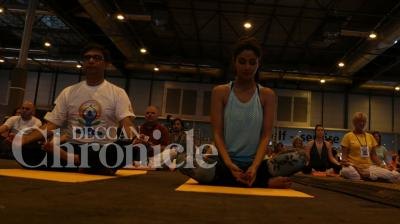 Amid the glitz and glamour that usually surrounds the International Indian Film Academy (IIFA) awards, this year there was a slight turn of events as the gala experience a health kick, thanks to fitness freak Shilpa Shetty, who dazzled everyone with her yoga skills. Photo: Viral Bhayani