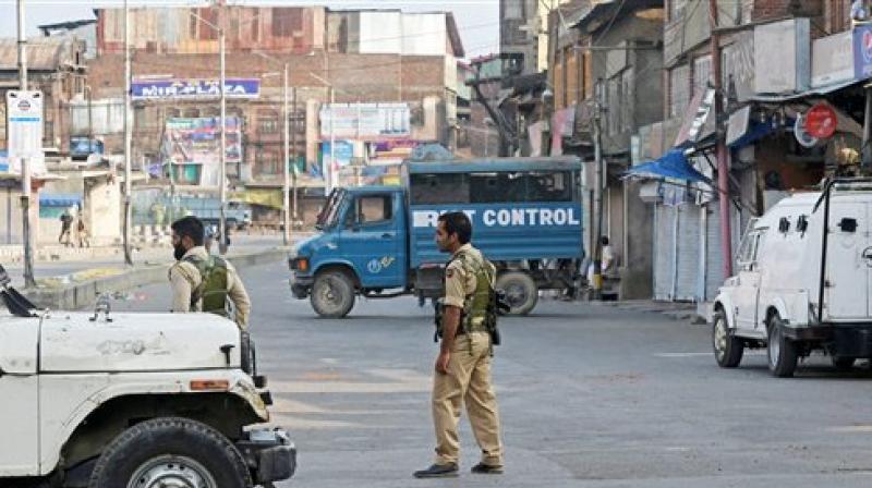 Yatra remains suspended in Kashmir; mobile internet shut in Jammu