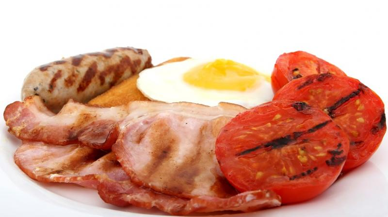 The increase in risk associated with red meat/ poultry was reduced by substituting them with fish/shellfish. (Photo: Pixabay)