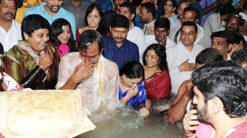 Telangana Chief Minister K Chandrashekar Rao took the holy dip at Gondimalla Pushkar Ghat near Alampur in Mahabubnagar District as Krishna Pushkaralu began on a festive and traditional note. (Photo: Facebook)