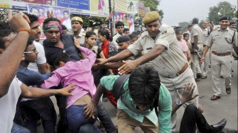 Police arrest activists of Janadikar Chhatra Parishad protesting against the Motihari gangrape case in Patna. (Photo: PTI)