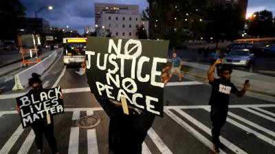 Protesters block an intersection near the Transit Center as they march uptown in Charlotte, North Carolina, US. Violent protesters rampaged through parts of downtown as anger continued to build over the deadly police shooting of a black man. (Photo: AP)