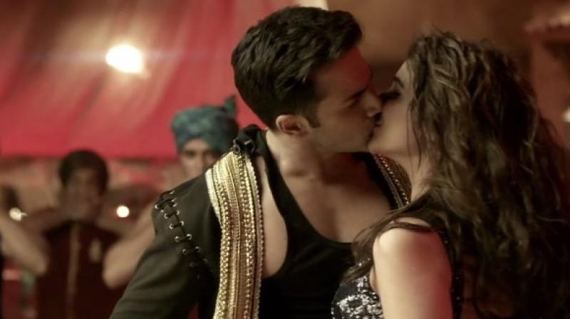 CHECKOUT Parineeti Chopra looks HOT with Varun Dhawan in 'Jaaneman Aah': 'Dishoom'