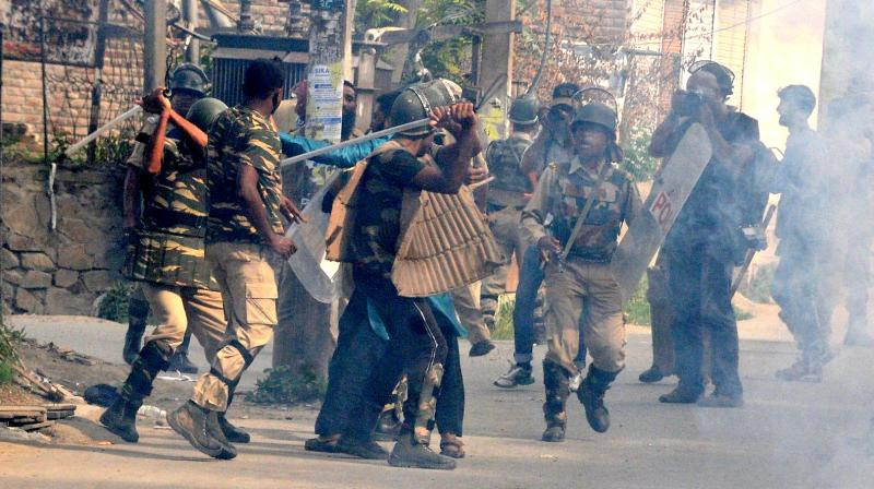 Indian forces arrest more than 1000 protesters in Kashmir