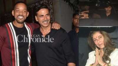 Akshay Kumar hosted Will Smith at his home and many stars arrived to catch a glimpse of the Hollywood star! (Pic: Viral Bhayani)
