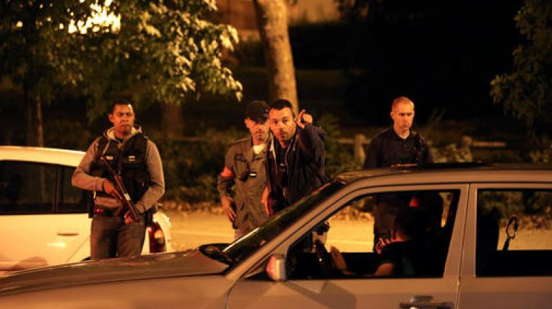 French police shoot arrest 39 islamic state 39 gas car suspect for Boussy saint antoine piscine