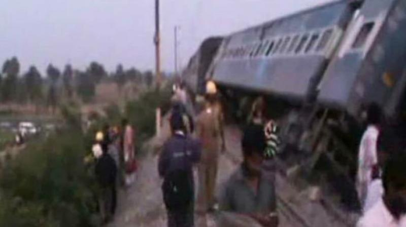 M'luru-bound train derails near Kochi