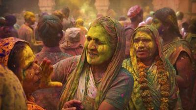 With the oncoming of Holi, locals in Vrindavan imbue themselves in the colourful fervour of the festival. The venerated city of Vrindavan offers a picturesque view for shutterbugs around the world during this particular time of the year. Though the city have testified certain changes in its tradition, the gusto and ostentation observed during this festival is no less than a beautifully curated treat.