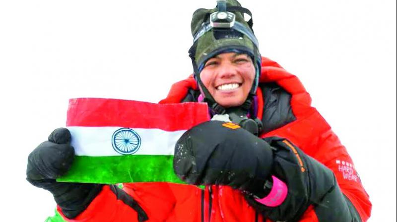 woman cop from adilabad scales mount everest