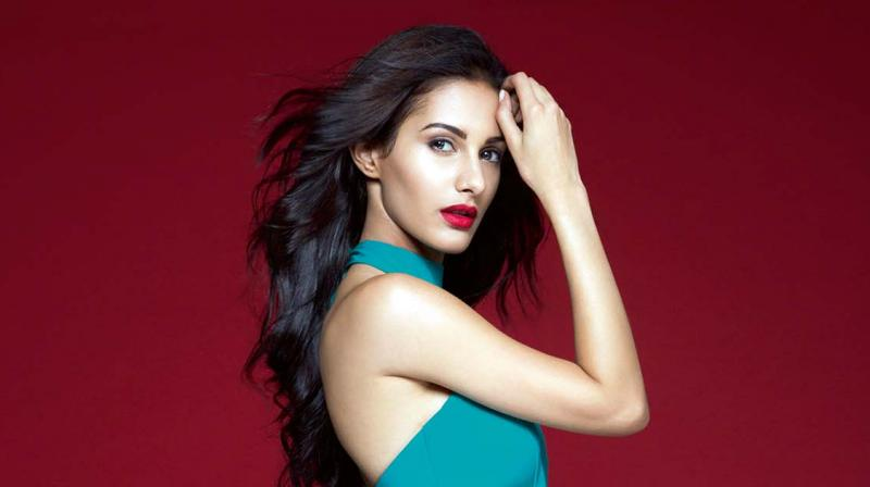 I'll never date anyone from the industry :    Bollywood actress, Amyra Dastur, who recently acted with Jackie Chan
