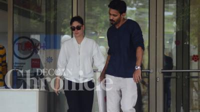 Kareena Kapoor Khan dropped by to visit her injured husband Saif Ali Khan on a gloomy Monday afternoon. Photo: Viral Bhayani