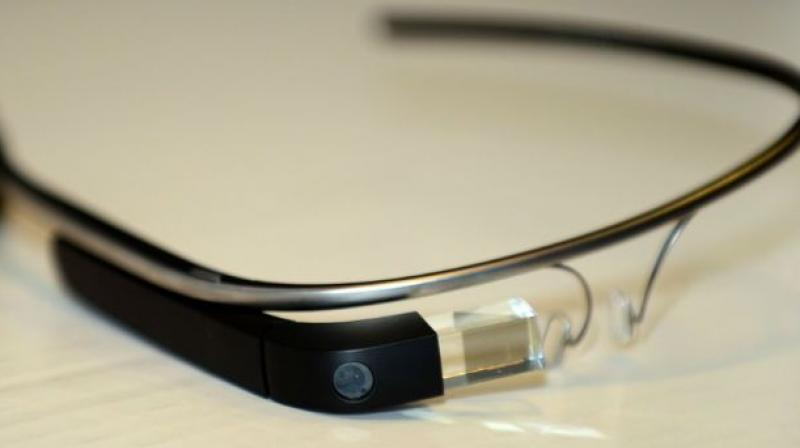apple glasses. according to tech evangelist robert scoble, the project could be announced early this year, apple glasses a