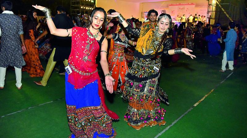 garba and dandiya play - photo #7