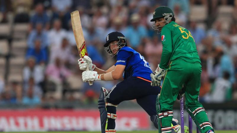 England beats Pakistan by four wickets