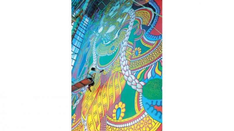 Kerala lord krishna mural on way to guinness for Asha mural painting guruvayur
