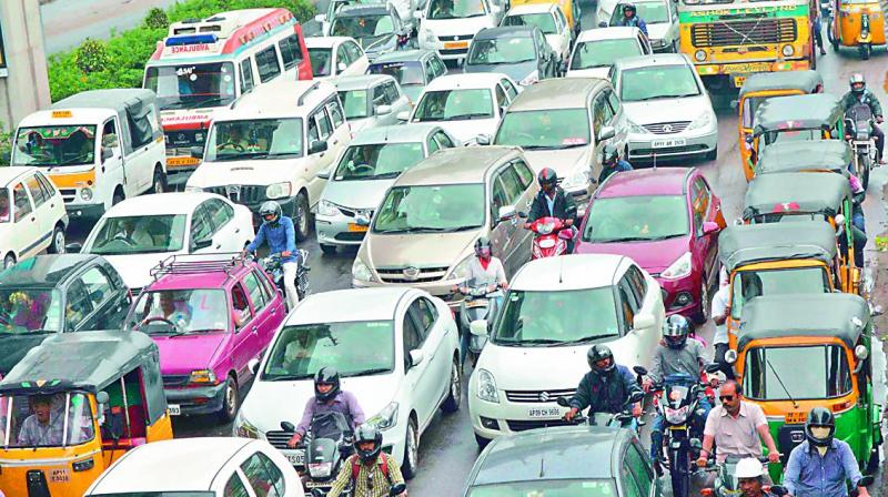 Auto drivers go on strike in Mumbai against app-based cabs