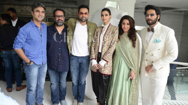 On Wednesday, 'Happy Bhag Jayegi' team looked picture perfect while promoting their film in Mumbai. (Photo: Viral Bhayani)