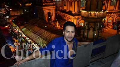 Varun Dhawan took to the streets of Mumbai to promote his upcoming action adventure flick 'Dishoom'. Photo: Viral Bhayani
