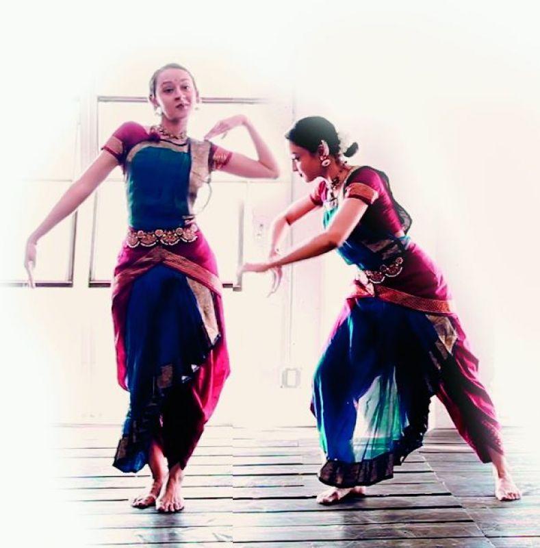 Poonam and Priyanka,Shah,twins,pics,photos,pictures,images,Bharatnatyam,US,dancers,choreographers