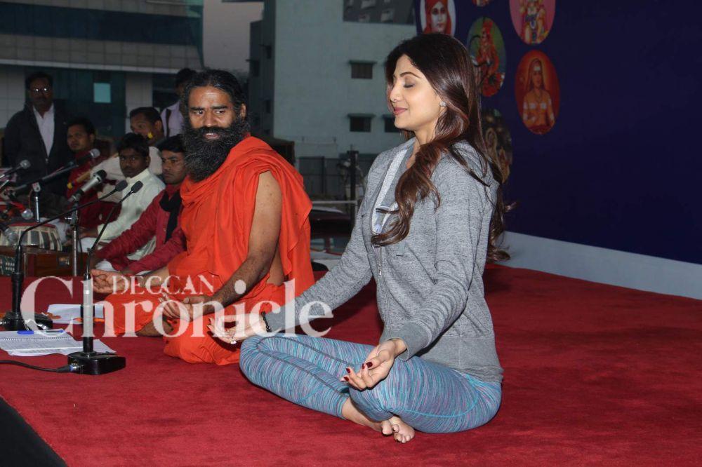 Shilpa Shetty performs yoga along with Baba Ramdev