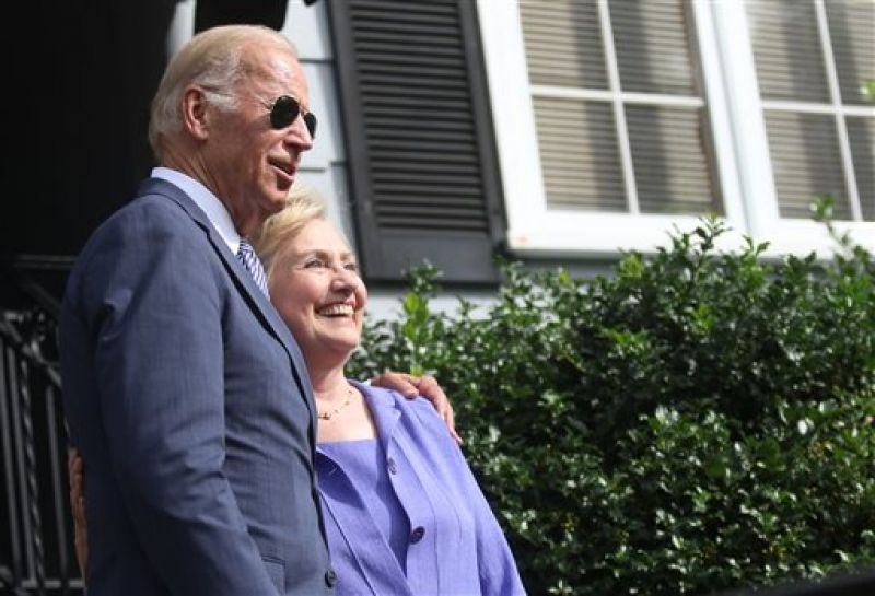 Clinton poses for shutterbugs with Joe Biden. (Photo: AP)