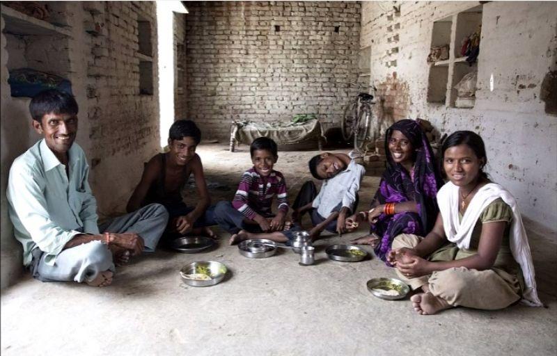 Mahendra Ahirwar with his parents and siblings. (Credit: YouTube)