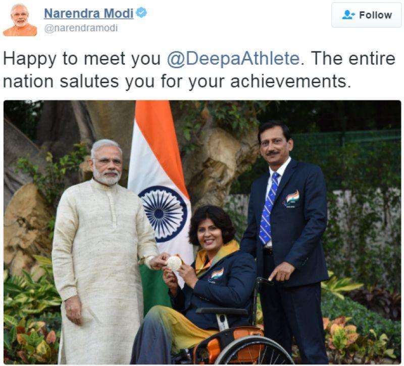 PM Modi with Deepa Malik. (Photo: Narendra Modi/Twitter)