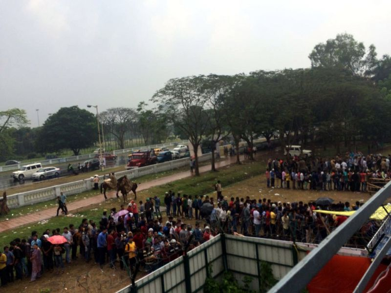 Fans were lined up outside Eden Gardens on Saturday braving the rain in a bid to get a ticket. (Photo: Deccan Chronicle)