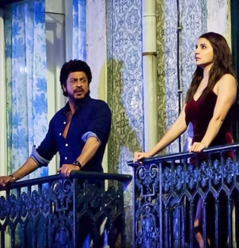 Snapped shah rukh khan and anushka 39 s balcony romance for for The balcony film