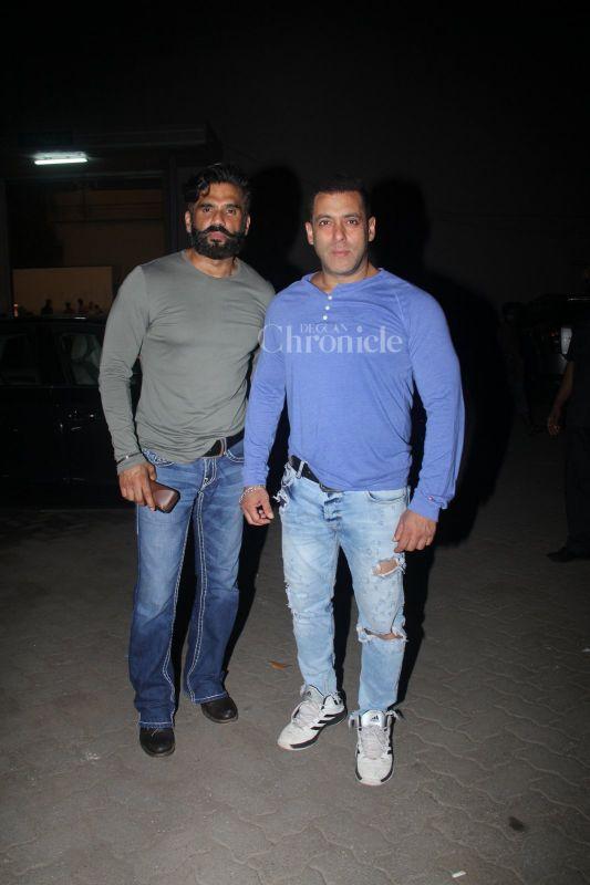 This Is How Salman Khan And Aamir Khan Spend Their Weekend