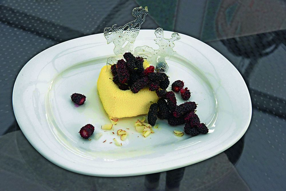 Blanc mange with mulberries