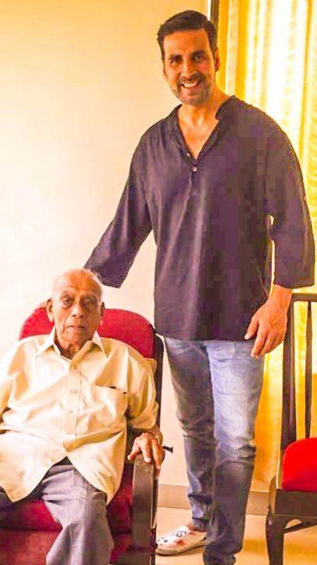Lobo said that Akshay resembles the strapping Nanavati.