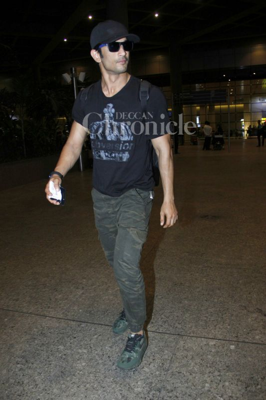 After wrapping up 'Raabta', Sushant Singh Rajput returns back home. (Photo: Viral Bhayani)