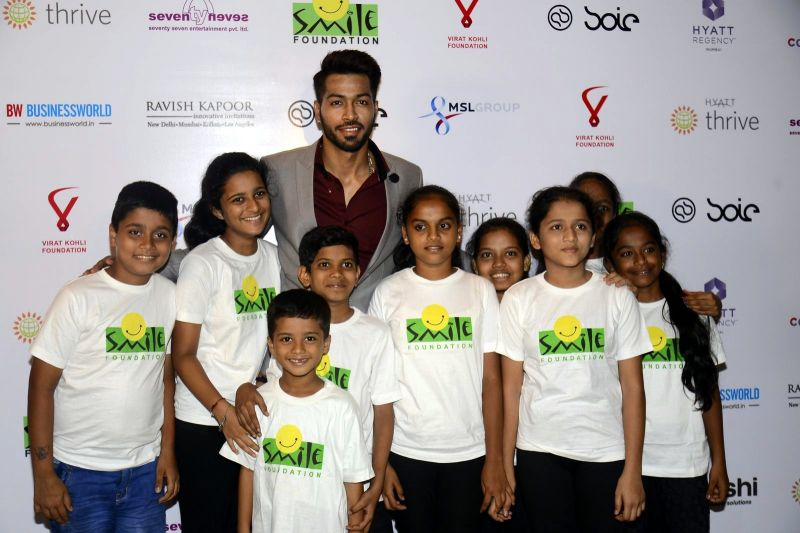Hardik Pandya shares a picture with kids from Smile Foundation.