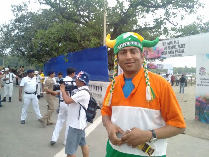 Fans were seen in high spirits outside the stadium. (Photo: Wriddhaayan Bhattacharyya/DC)